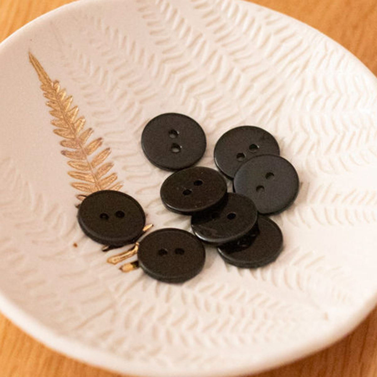 Bouton nacre plat 2 trous - Noir